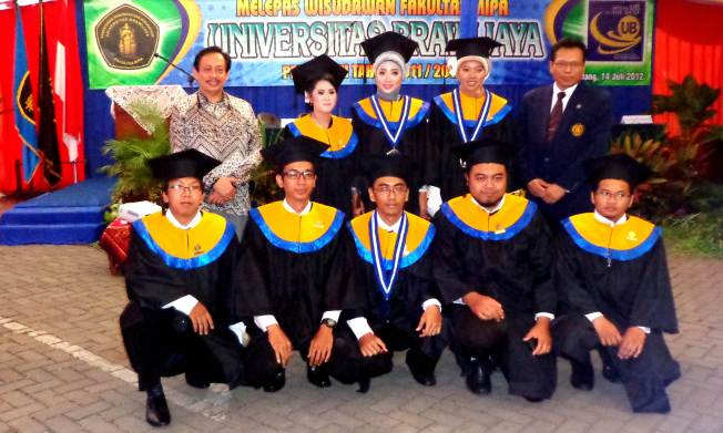 Graduation day Wisuda periode VI 14 Juli 2012..  Alhamdulillah Sarjana Komputer...