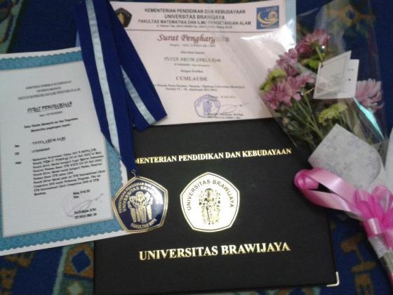 Alhamdulillah..penghargaan yang diberikan saat Wisuda sebagai peraih prestasi di bidang akademik dan non akademik serta penghargaan sebagai lulusan cum laude